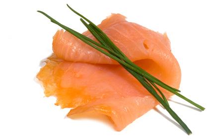 Mousse de tofu sobre un lecho de salmón ahumado